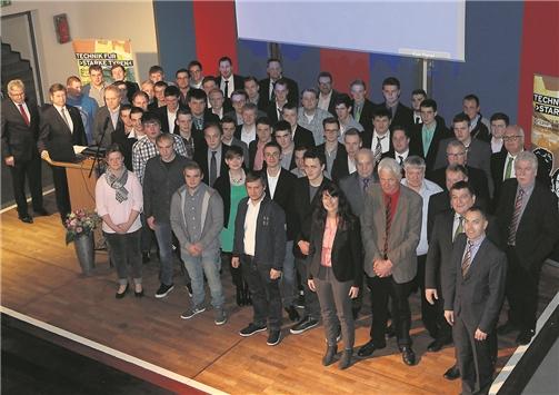 Zahlreiche Ehrengäste gratulierten den frischgebackenen Gesellen bei der Feierstunde im Berufskolleg für Technik in Ahaus zu ihren Prüfungsleistungen. MLZ-FOTO bütterhoff