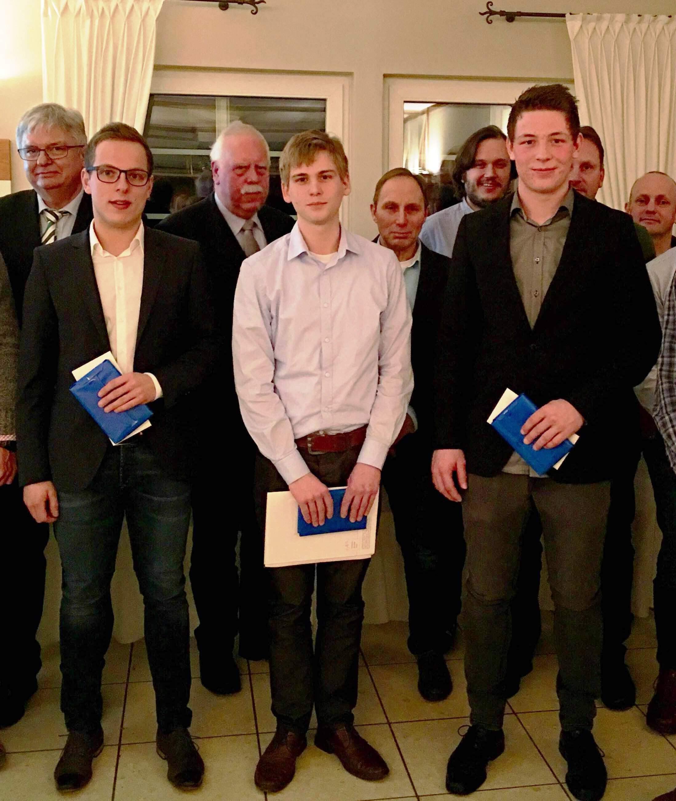 Die Innungsbesten aus der Sommerprüfung 2015 und der Winterprüfung 2015/16.